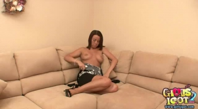 Tanned Teen Is Very Experienced In Giving Blowjobs, Not Knowing That Horny Guys Are Watching Her