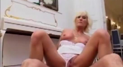 Blonde Mature Was Posing Nude To Make Her Lover Satisfied Instead Of A Good Ole Massage