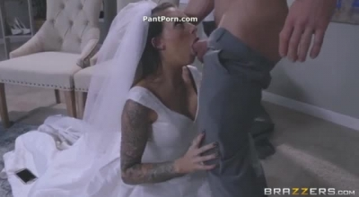 Juelz Ventura Is A Dirty Minded CFNM Fuck Princess, Who Can't Hold Back When She Gets Horny