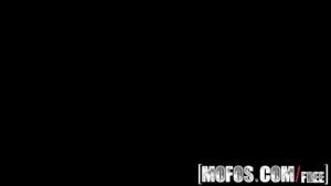 Amateur Teen AJ Lynn Masturbating On Webcam