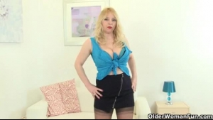 Horny Brit Cougar Fucked Up Her Asshole
