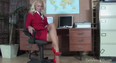 Old Blonde Office Secretary Was Caught Masturbating By Her Boss And Was Forced To Masturbate For Him