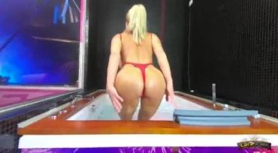Sexy Redhead Lara Gets Her Twat Stuffed In Pussy