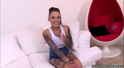 A Stunning Tattooed Horny Pussy Sucker Masturbates