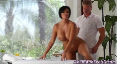 Gorgeous Brunette Milf Spreads Wide Her Shaved Pink Pussy For The Camera, For E Latin Online Service