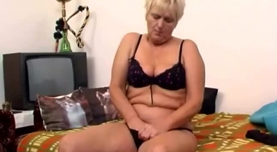 Mature Blonde Granny Likes All The Ways To Feel Fresh Cum All Over Her Face And Pussy