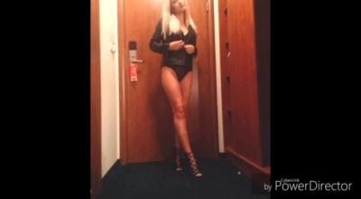 Sexy Blond Teen Twerk On Camera