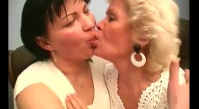 Yong Mature Lesbian Cuzzed Her Gf