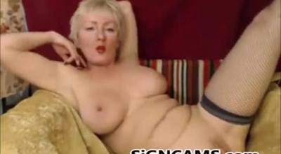 Sexy Mature Blonde Gives Rimjob