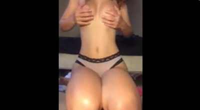 Snow Bunny Twerking And Bareback Big Dick