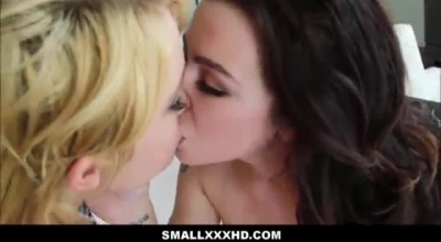 Blonde And Brunette Twinks Teamed Up On Webcam