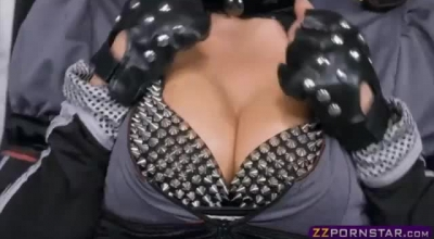 Cosplay Pornstar Using A Shootabble Dick