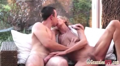 Can Eat Guy Gives Lesbian Plussum Pussy Chock Undiluted.