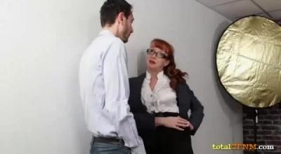 Nasty CFNM Babes Sucking On Strippers.