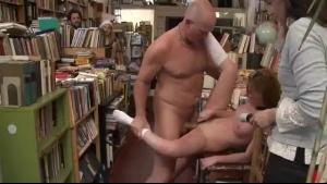 Sweet Naked Masseuse Suck Pussy